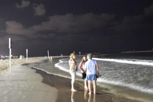 SEp 17 Night time in Tel Aviv on Mediteranean sea (22)